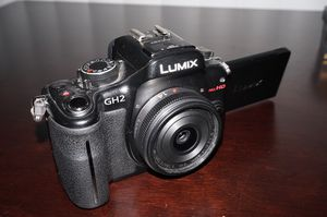 Panasonic GH2 w/Lens for Sale in Montgomery, TX