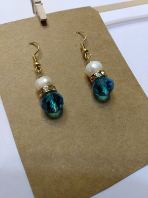 Natural fresh water Pearl Earring Very cute for Sale in Peoria, IL