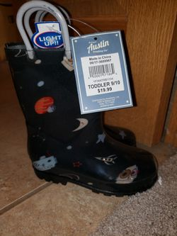Brand new kids 9/10 light up rain boots for Sale in Liberty Hill,  TX