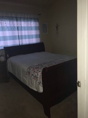 queen size bed frame for Sale in Tracy, CA