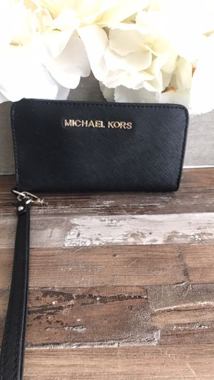 Michael Kors wristlet for Sale in Adamstown, MD