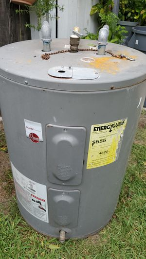 used but like new water Heater for Sale in Houston, TX