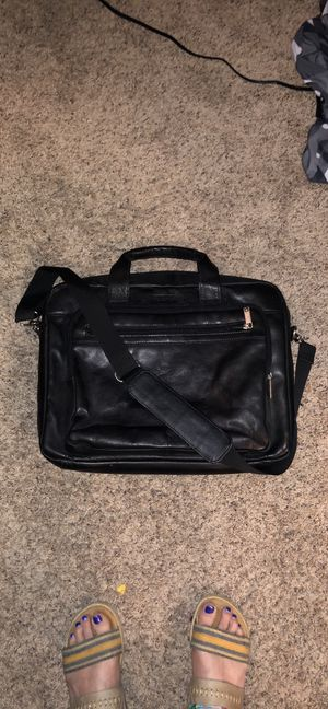 Kenneth Cole Reaction Laptop/Work Messenger Bag Leather for Sale in Eau Claire, WI