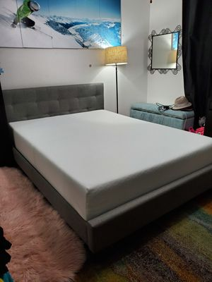 Gorgeous queen platform bed frame+memory foam mattress for Sale in Shoreline, WA