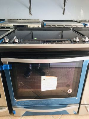 New 6.8 CuFt Slide in Whirlpool stove/Range for Sale in Pembroke Pines, FL