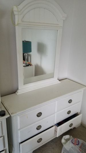 Dresser with mirror for Sale in Chula Vista, CA
