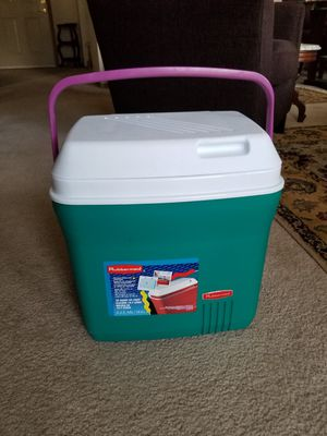 Rubbermaid travel cooler for Sale in Seattle, WA