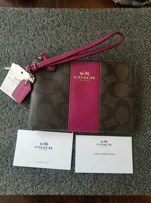 NWT Coach wrislet wallet for Sale in Lincoln Acres, CA