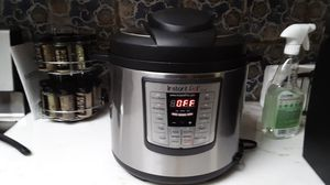 Instant pot 10 cup cooker with strainer included for Sale in Tempe, AZ