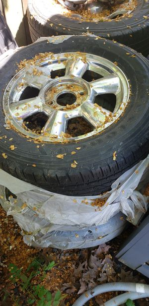 Gmc envoy truck tires and rims for Sale in Southgate, MI