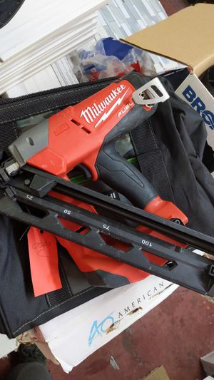 Milwaukee 15g nail gun 18v for Sale in Dallas, TX