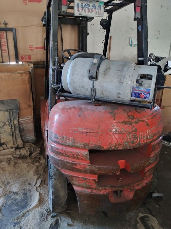 Toyota forklift 6 series 7000 lb lift capacity 3 stage with side shift.will need transmission work