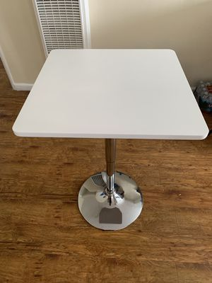 SMALL DINING TABLE for Sale in Los Angeles, CA