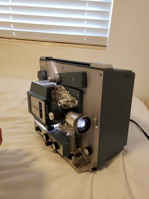 8mm projector, Bell & Howell Autoload 482A for Sale in Palm Springs, FL