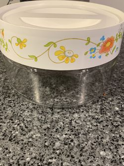Vintage Pyrex Canister Meadow Pattern for Sale in Tulalip,  WA