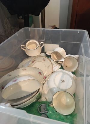 Classic clean China for Sale in Newark, NJ