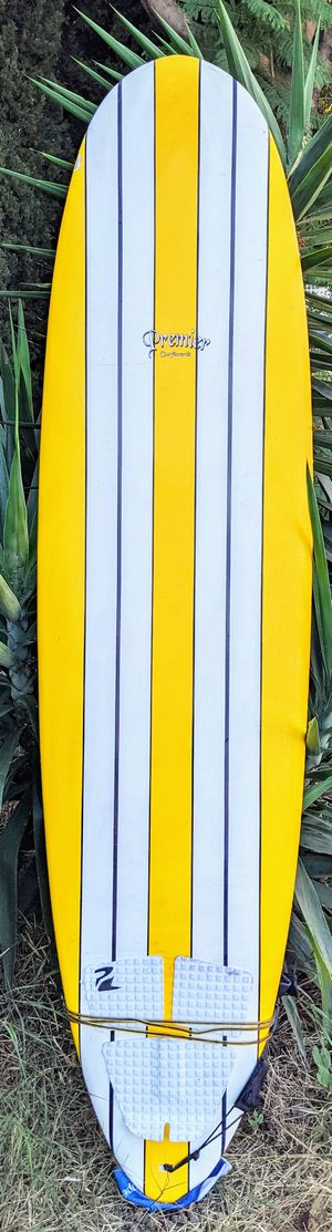 "7'2"" Surfboard funboard fins and leash for Sale in Los Angeles, CA"