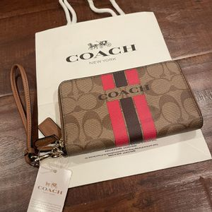 New Women Coach Zipper Closure Wallet Imcmy for Sale in Chino, CA