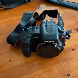Sony Alpha DSLR- A200 w/ various lenses for Sale in West Haven, CT