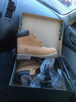 *BLACK FRIDAY DEALS* mens size 8 for Sale in Silver Spring, MD