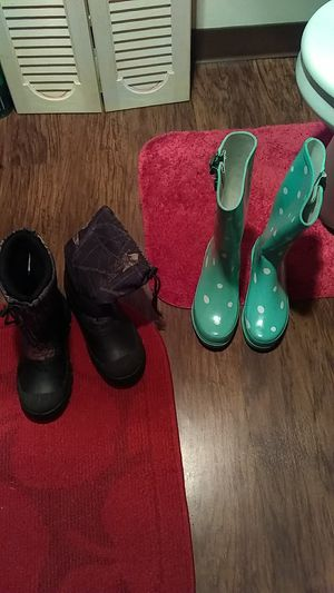 Rain boots Como n Blueish/Green With Polka Dots for Sale in Nashville, TN