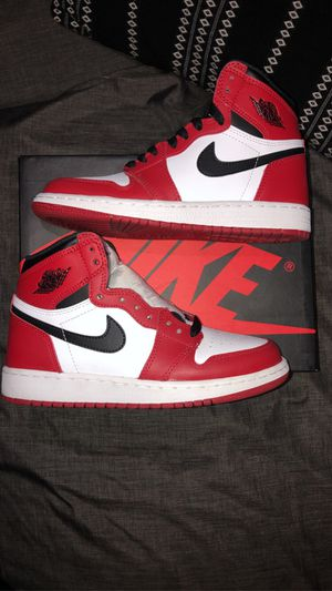 "Jordan 1 ""Chicago"" Size 4Y for Sale in Bell Gardens, CA"