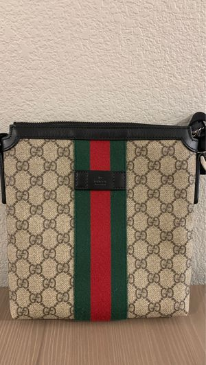 GUCCI WEB GG SUPREME MESSENGER BAG for Sale in Las Vegas, NV