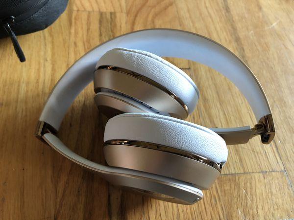 Rose Gold Beats Solo3 Wireless Headphones