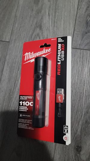 Milwaukee flashlight 1,100 lumens for Sale in Greenfield, WI