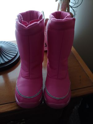 Girls Land ends snow boots Size 3M for Sale in Winston-Salem, NC