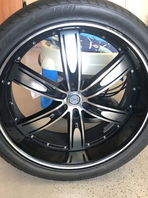 24 rim with tire for Sale in Laveen Village, AZ