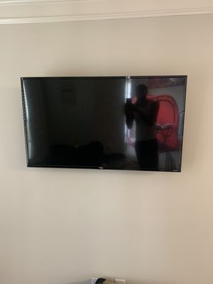 Roku Smart Tv 50 inch with tv mount for Sale in Richmond, VA