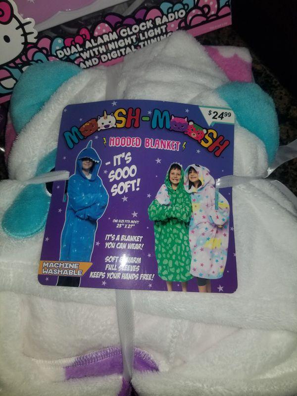 Girls Sleep Set (Hello Kitty Alarm Radio Clock & Night Light), Bubble Bath & Hooded Blanket