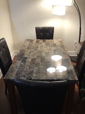 Beautiful high end table with 4 chairs for Sale in Tampa, FL