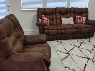 Microfiber couch and recliner for Sale in Missouri City,  TX