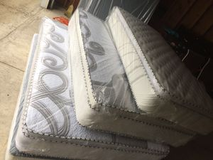 MATTRESS AND BOXSPRING FREE DELIVERY for Sale in Downers Grove, IL
