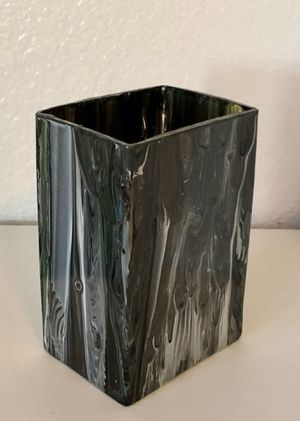 """New: Glass Painted Triangular Vase, Size: 6""""x 4"""" x 3"""" for Sale in Hesperia, CA"""