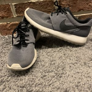 Nike Roshes for Sale in Schaumburg, IL
