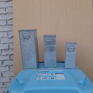 Metal Flower Pots... for Sale in Las Vegas, NV