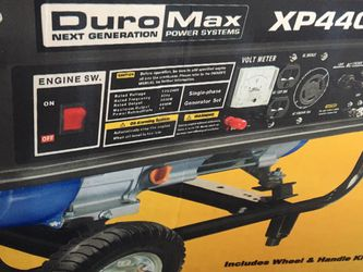 Brand New Duromax Generator 4400 Still In The Box for Sale in Columbus,  OH