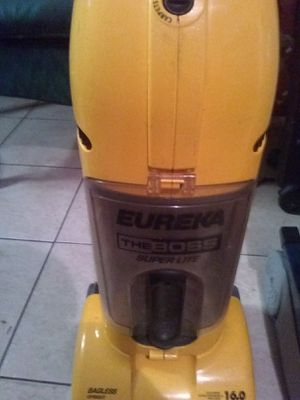 Eureka bagless vacuum work's great for Sale in Tampa, FL