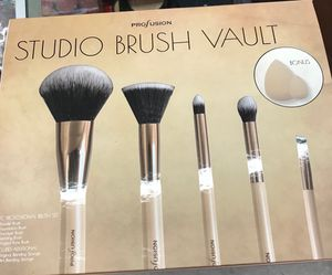 Profusion 7 piece brush and beauty blender set.. for Sale in Fowler, CA