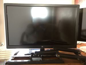 """Westinghouse 32"""" LCD TV with wall mount for Sale in Encinitas, CA"""