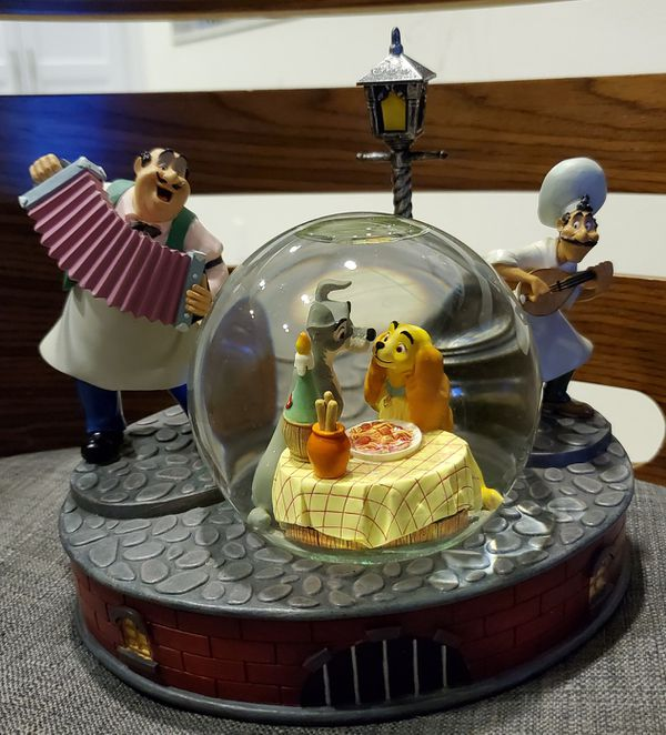 Disney Lady & The Tramp musical snowglobe spaghetti scene water snow globe Collectible statue