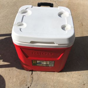 Igloo Wheeled Cooler 60 Quarts 56 Liters for Sale in Torrance, CA
