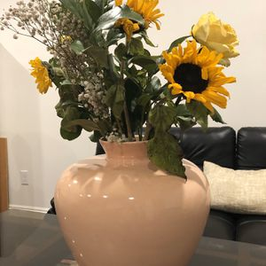 Vase for Sale in Gardena, CA