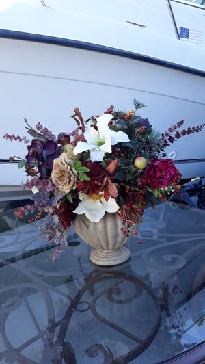 Beautiful flowers with vase big size for Sale in Winchester, CA