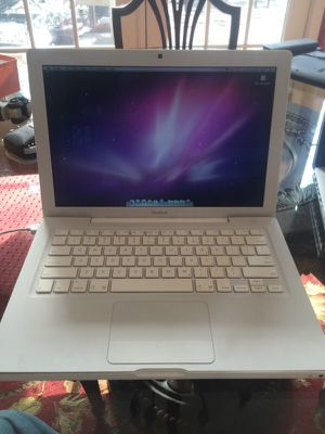 MacBook fully returned to like new condition. 2.4 ghz for Sale in Mentor, OH
