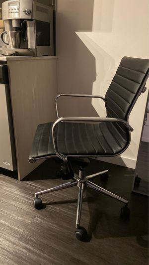 Black chair for Sale in Seattle, WA