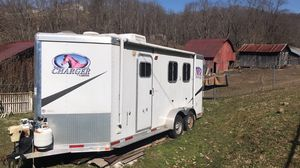 2011 Lakota 2 horse slant with living for Sale in Victor, WV